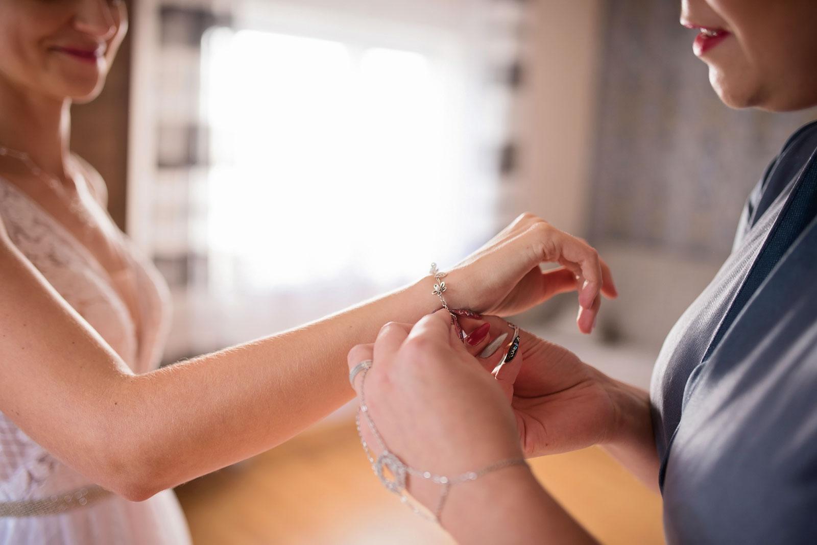 przygotowania-u-panny-mlodej-banie-mazurskie-wesele (9).jpg