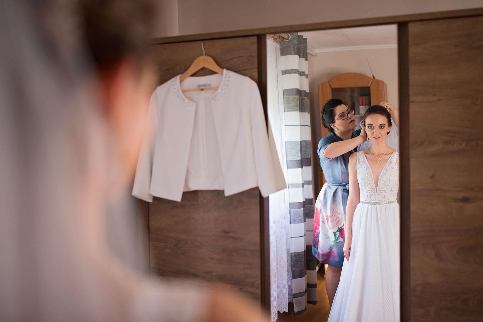 przygotowania-u-panny-mlodej-banie-mazurskie-wesele (10).jpg