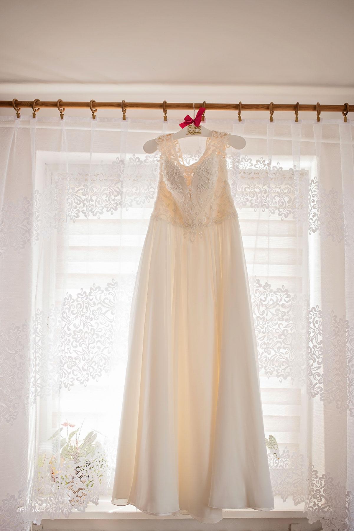 suknia-ślubna-przygotowania-u-panny-młodej