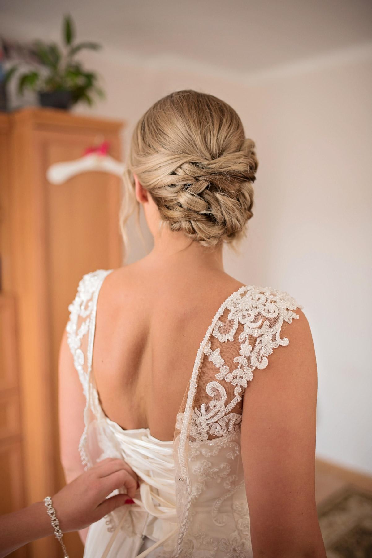 suknia-ślubna-i-fryzura-ślubna