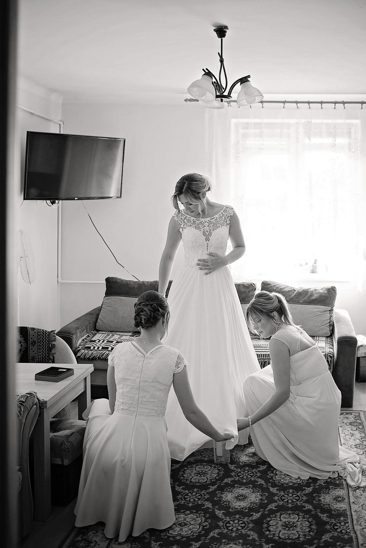 ubieranie-sukni-ślubnej