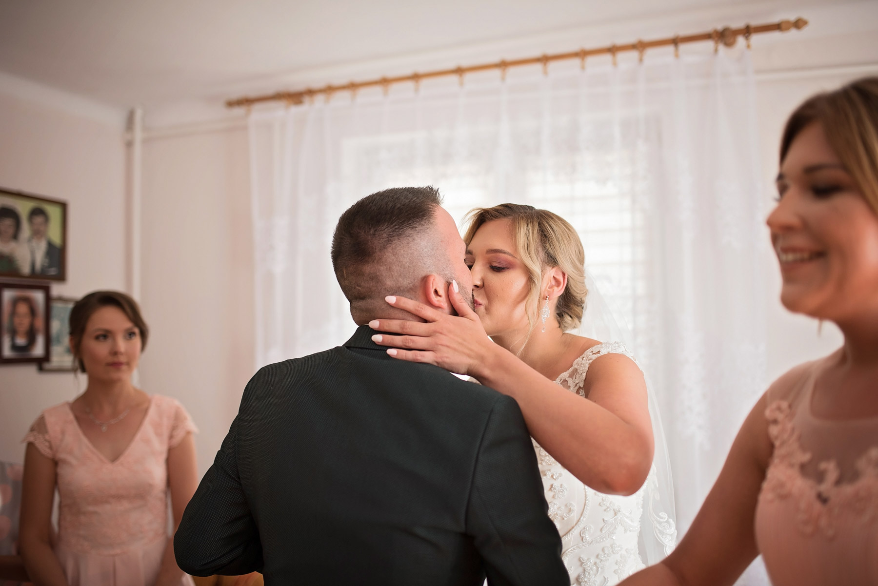 pierwszy-pocałunek-ślubny
