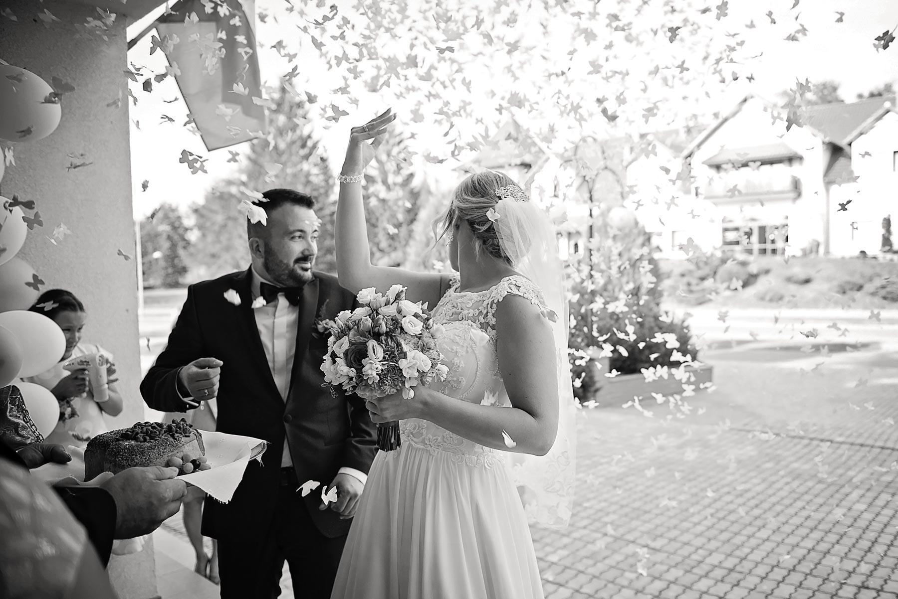 płatki-róż-ślubnych