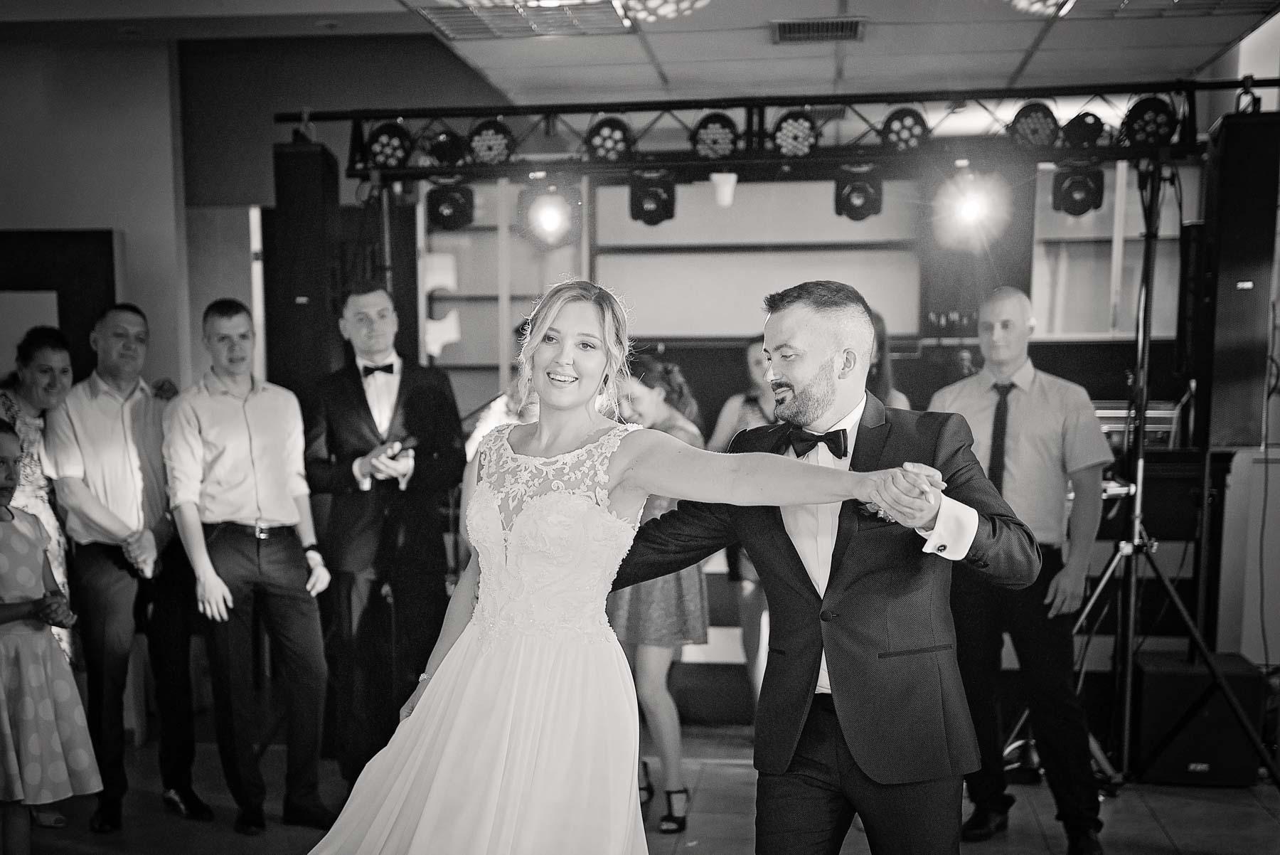 taniec-do-muzyki-weselnej