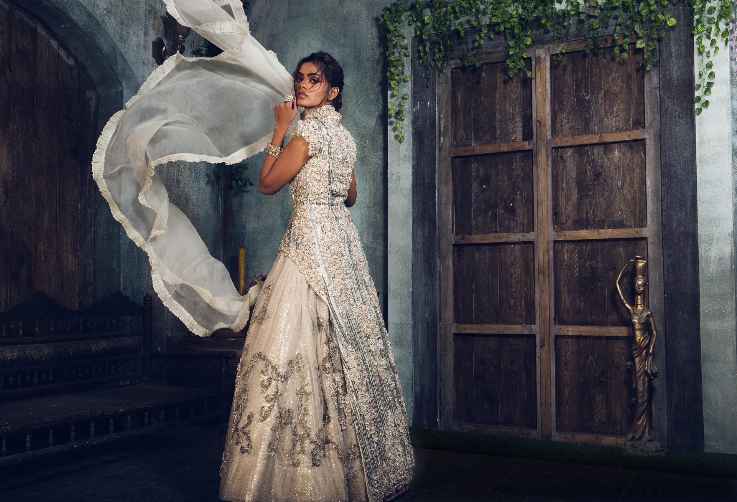 Shot by: The Visual Voyage   Brand: Raashi Kapoor  Styled by: Tanya Ghavri | Dhoom Dhaam Weddings  Hair & Makeup Artist: Tanvi Chemburkar