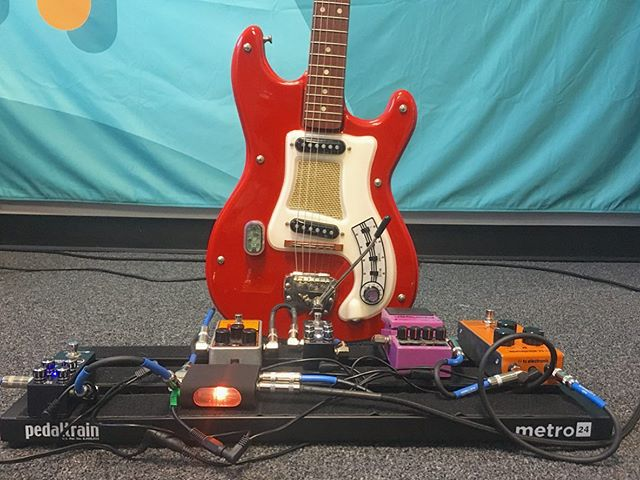 Hagstrom 1 Vintage 1965 hooked up to:  Pigtronix Disnortion -  Aviate Audio Airpatch -  EHX Big Muff -  Pigtronix Philosopher's Tone -  BOSS Flanger -  tc electronic Choka Tremolo .  Airpatch Button attached to Guitar using low profile suction cup attachment . . .  #airpatch #pigtronix #ehxpedals #bossflanger #pedlboards #guitargear #guitarfx #toneheaven #gearaholics #gearphoria #gottone #tonefordays #knowyourtone #gearwire #aviateaudio #pedalporn #guitarporn #startup #musicentrepreneur