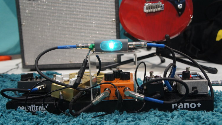 Airpatch Dock connected to pedalboard