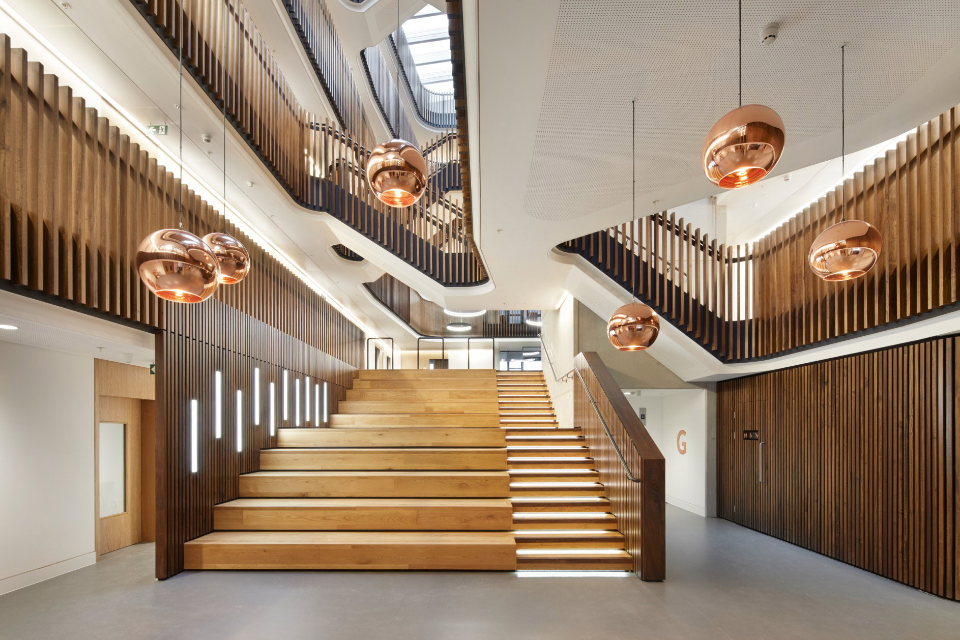CONTEMPORARY ARCHITECTURAL FEATURE LIGHTING - THE BEECROFT BUILDING, OXFORD UNIVERSITY.