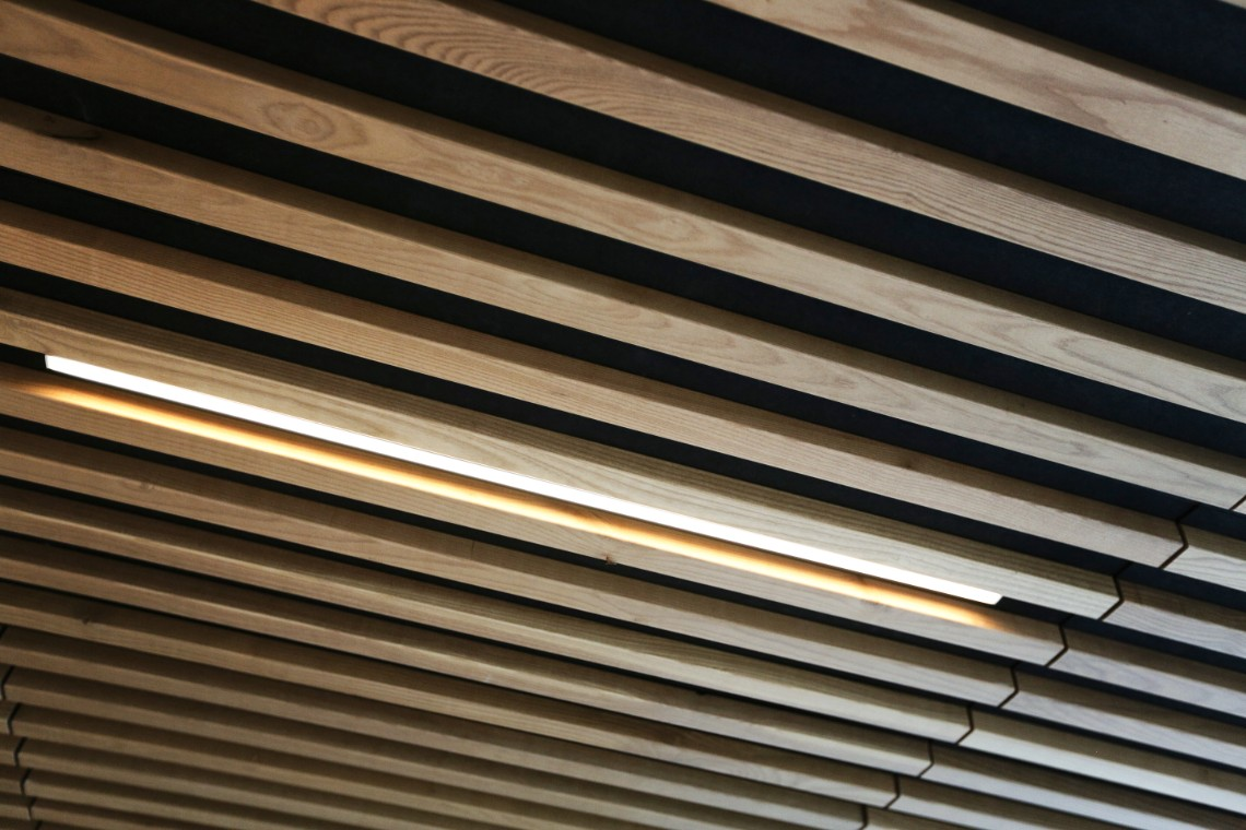 recessed-linear-lighting-slated-ceiling