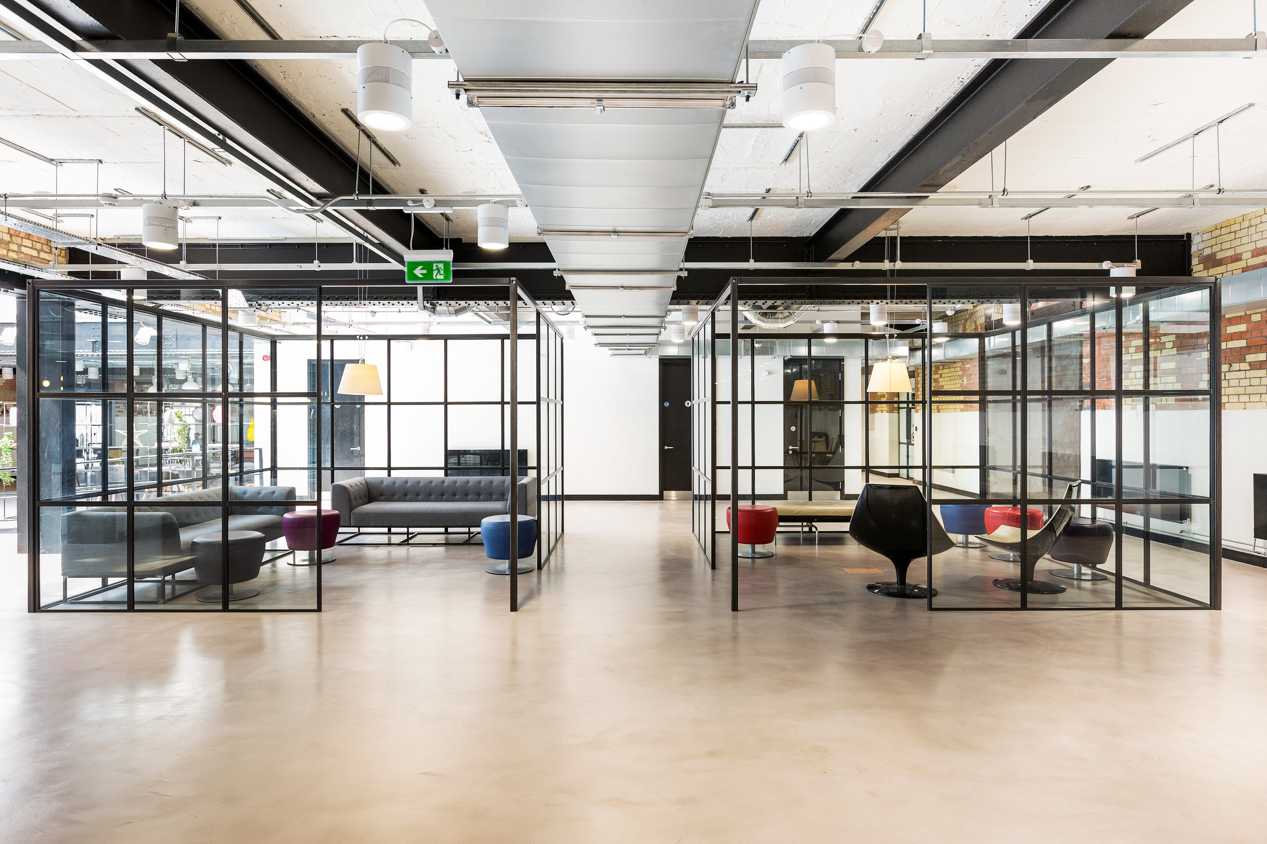 SLIMLINE FEATURE LIGHTING FOR OPEN PLAN OFFICES. - CANTERBURY COURT, LONDON.