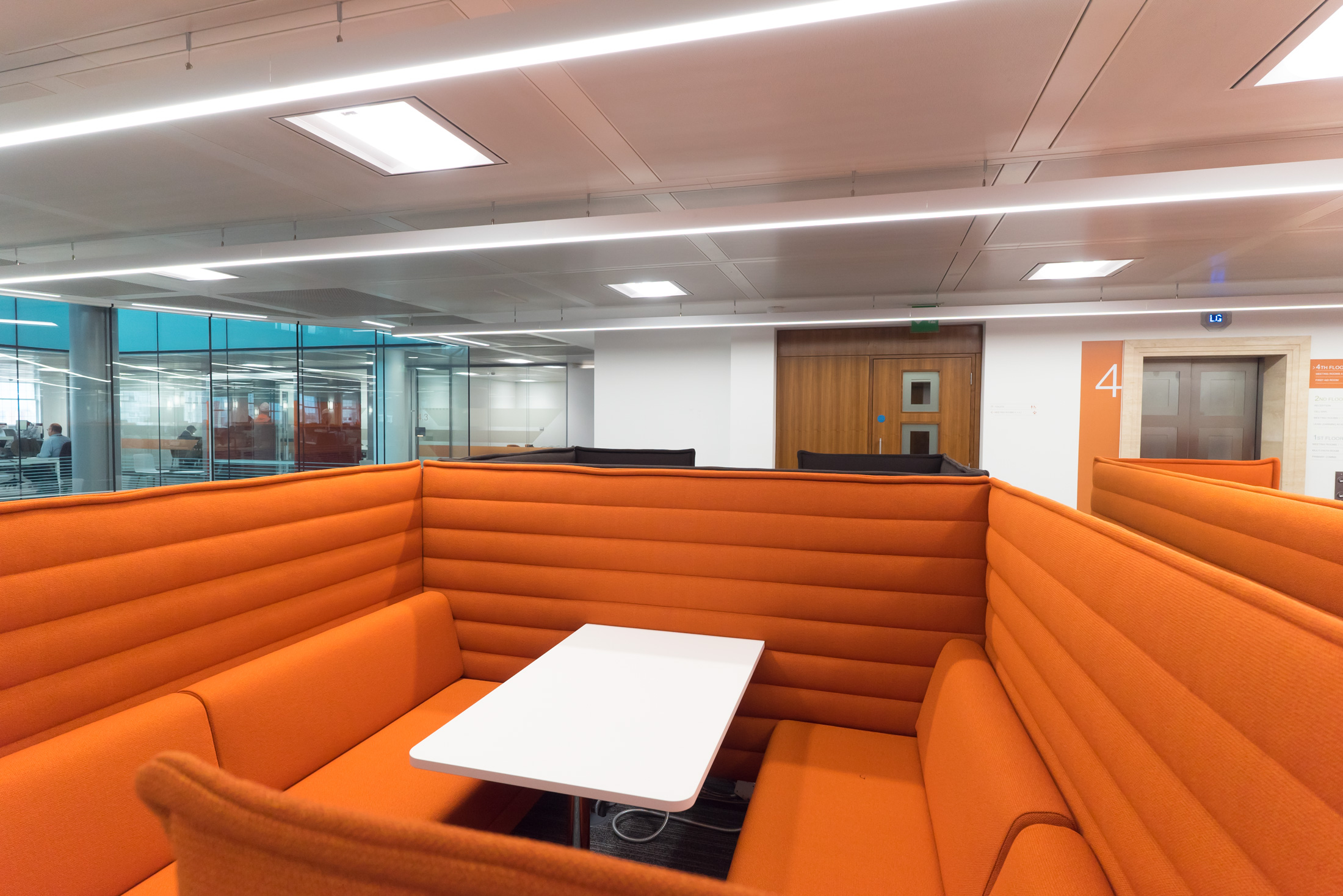 THE BREAKOUT SPACES. - For the breakout spaces, the circular suspended fitting Talla was used in combination with the soft square suspended profile Tarras, bringing a visual interest into space and creating an area with a different light distribution. All lighting was supplied in white colour to enhance the contemporary feel of the building.