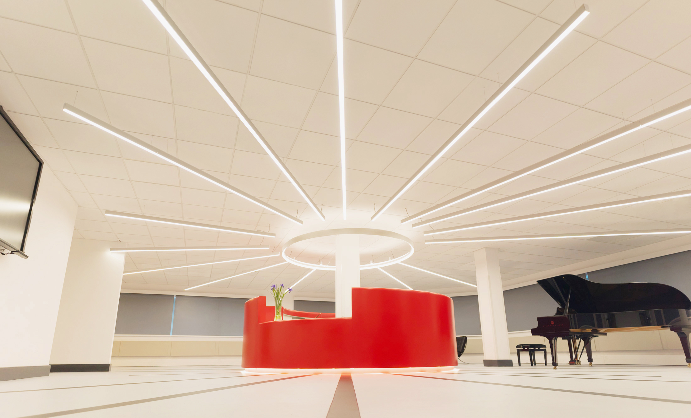 SPECTACULAR SUN DESIGN. - The spectacular 'sun' design of the reception island required a full lighting design and lux level calculation in order to ensure correct light levels and smooth dimming was achieved.