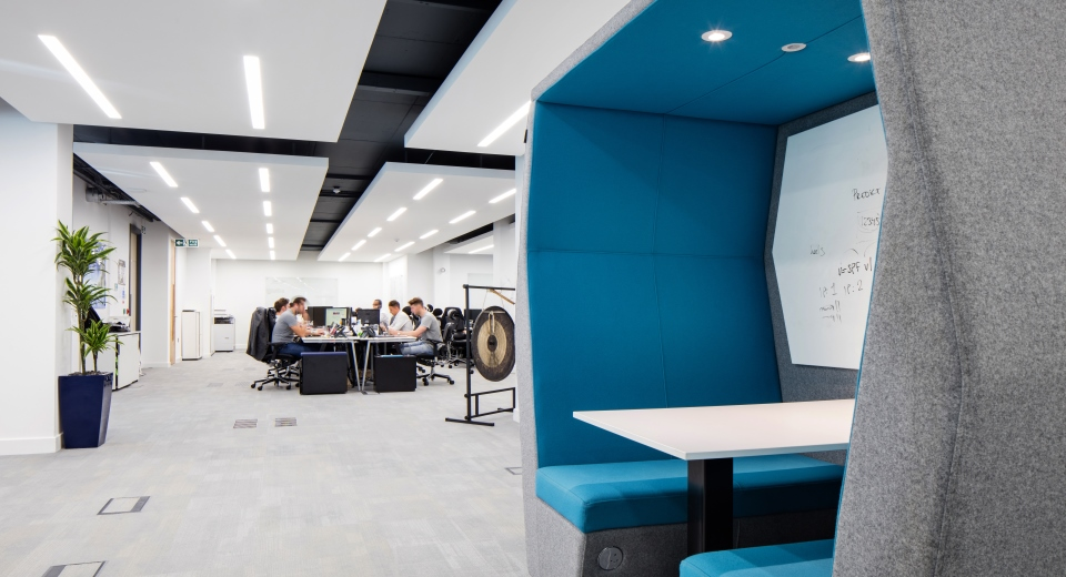 GRADE A WORKSPACE. - Situated just opposite the Kings Cross St Pancras station, right in heart of the regeneration area, the eminent office and retail scheme Focus Point offers 10,000 sq ft of an attractive grade A workspace to its commercial tenants.