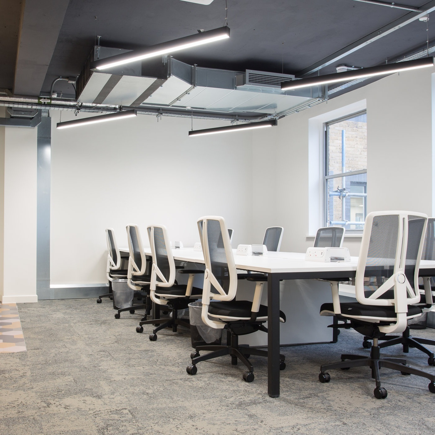Versatile - Thanks to its superb build quality, excellent performance, and high visual comfort it is a perfect linear LED lighting system for stimulating working environments and schemes looking to achieve LG7 compliance.