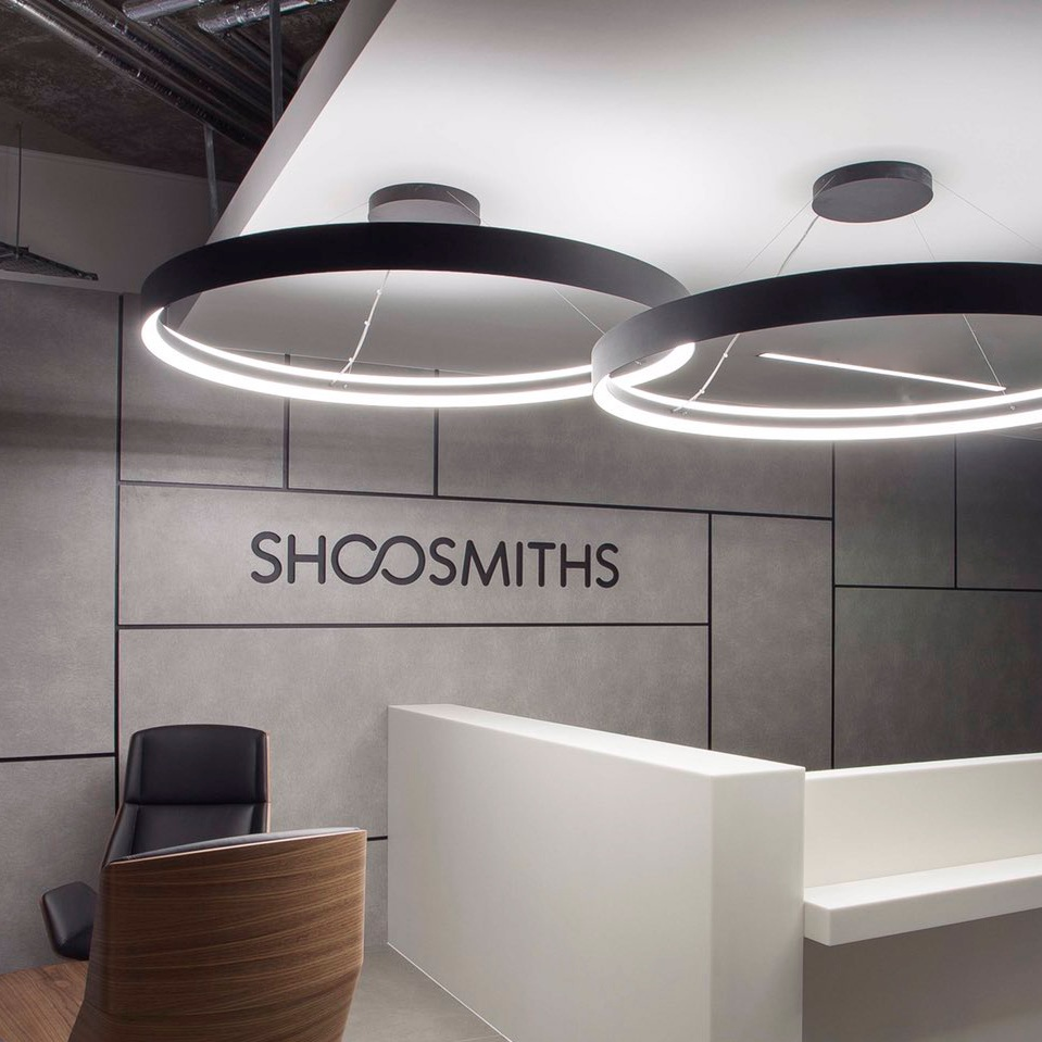 Low glare - Diffusing smooth light, this slim ring- shaped luminaire will create a strong focus point in modern architecture and workplace without a compromise on aesthetics.