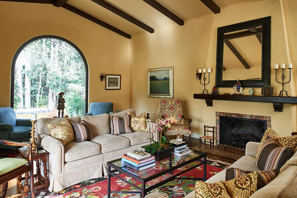 Smaller - 4 Living Room.jpg
