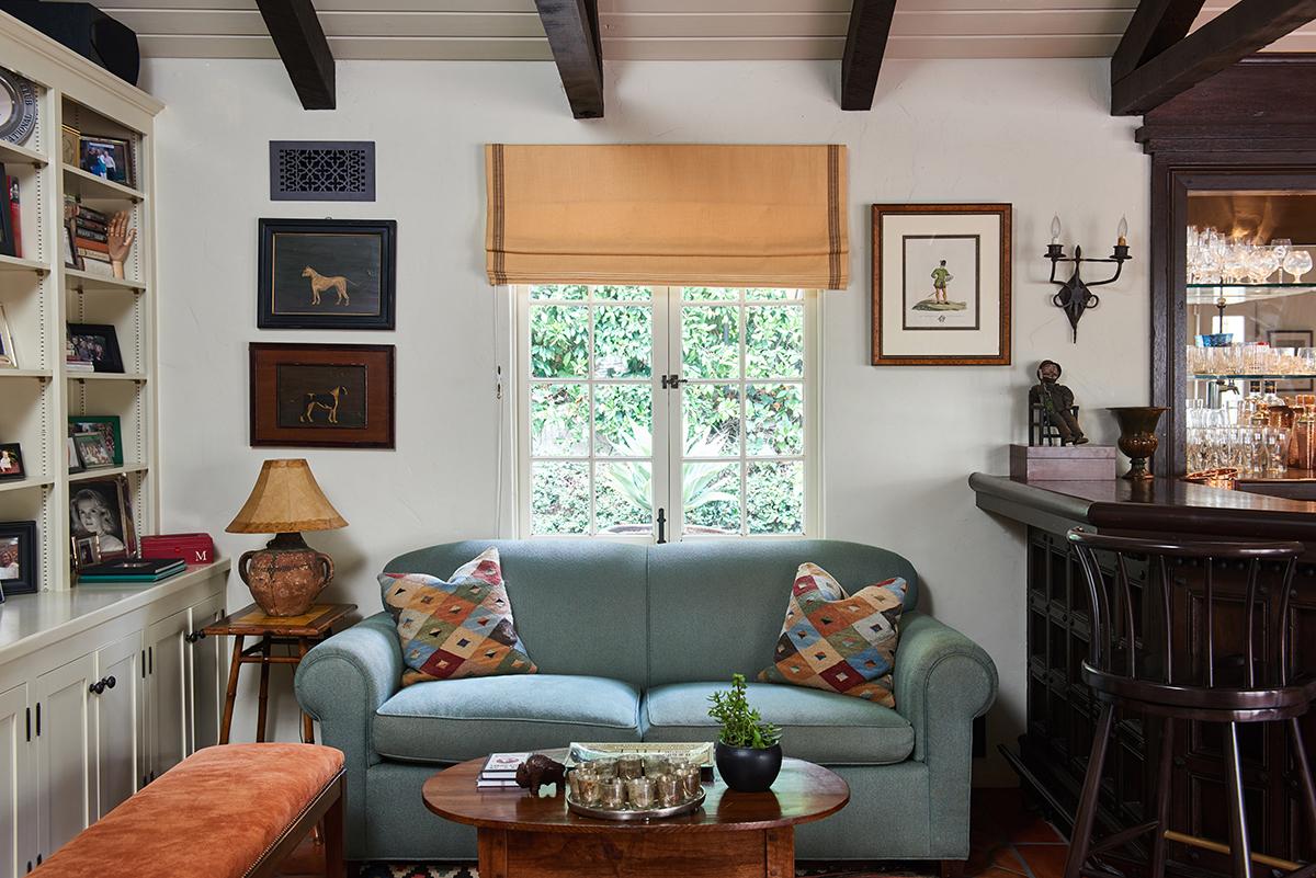 Smaller - 13 Family Room seating.jpg