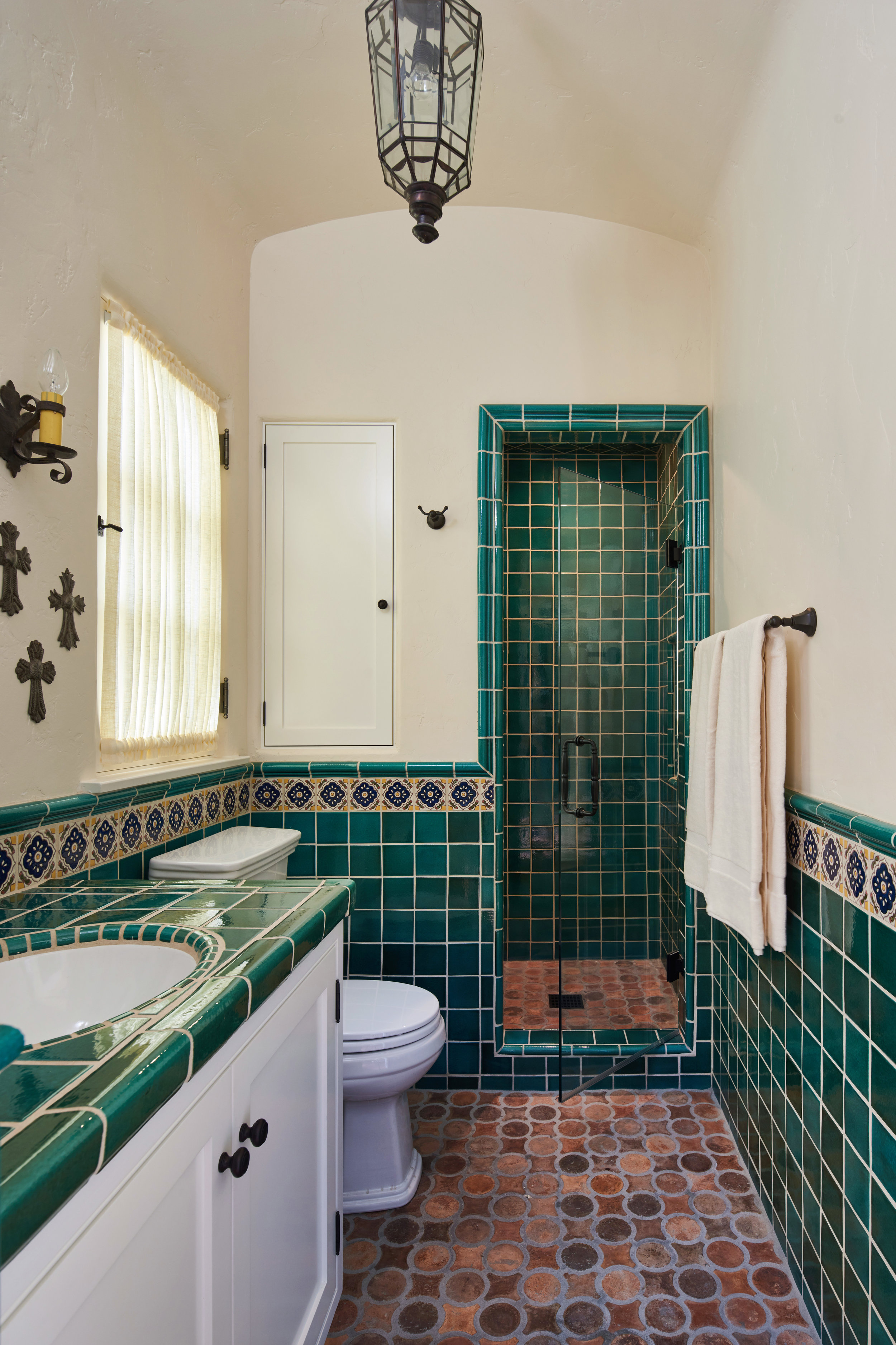 21 Pool House bath.jpg