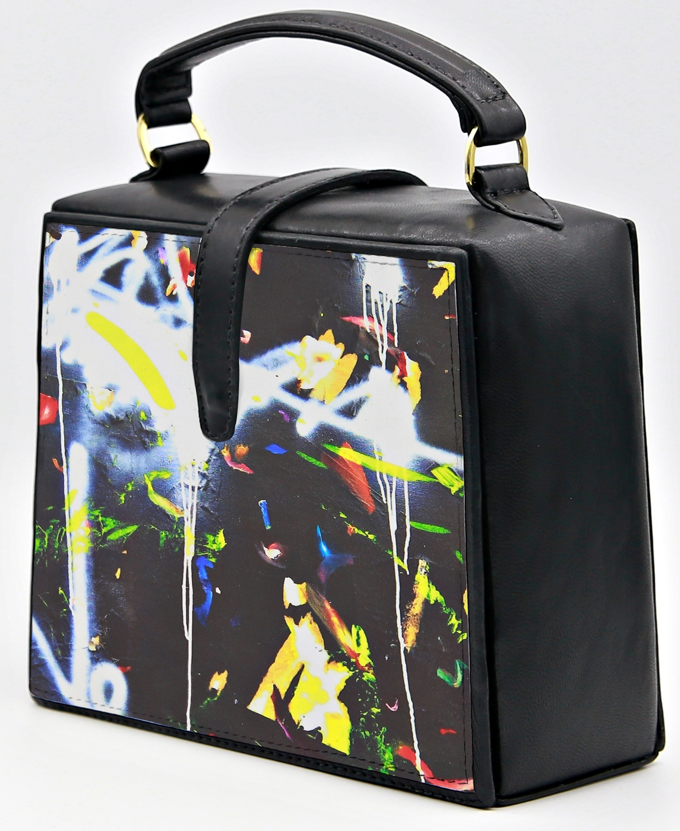 Graffiti Trapeze Bag Nir-Look-CROP.jpg