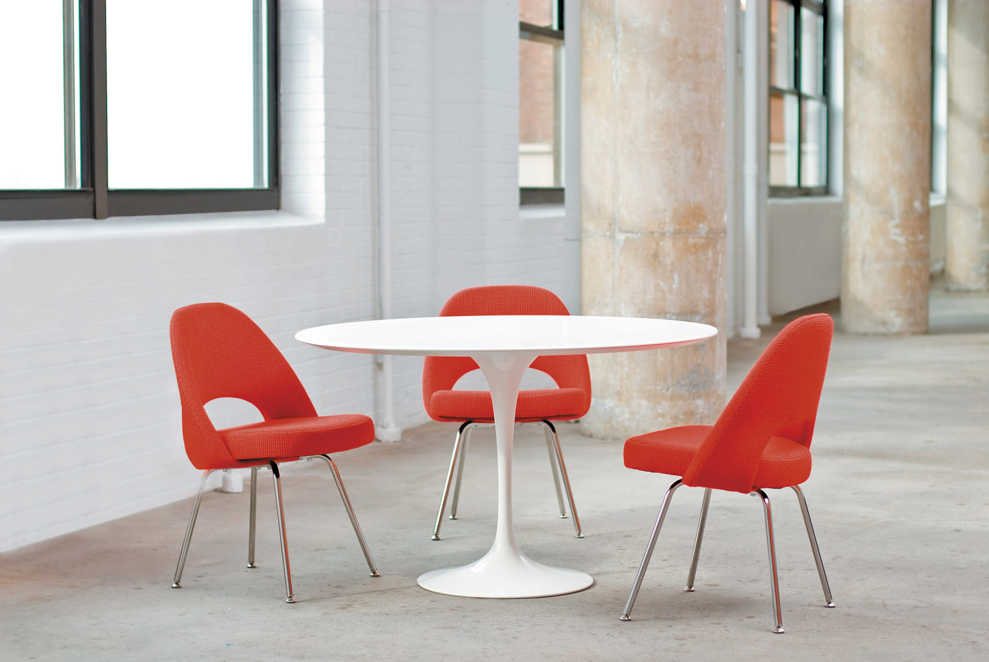 $$$ - Saarinen Table