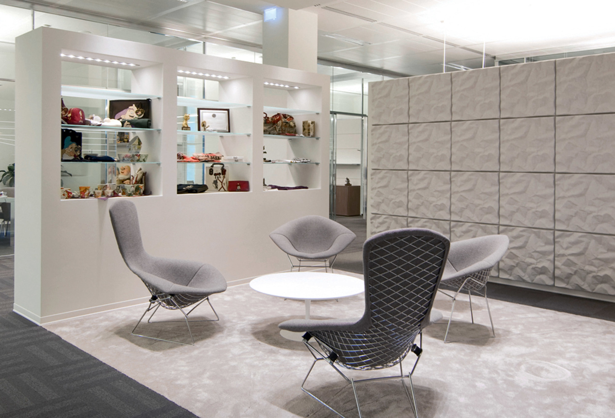 $$$ - Saarinen Medium Round Coffee Table