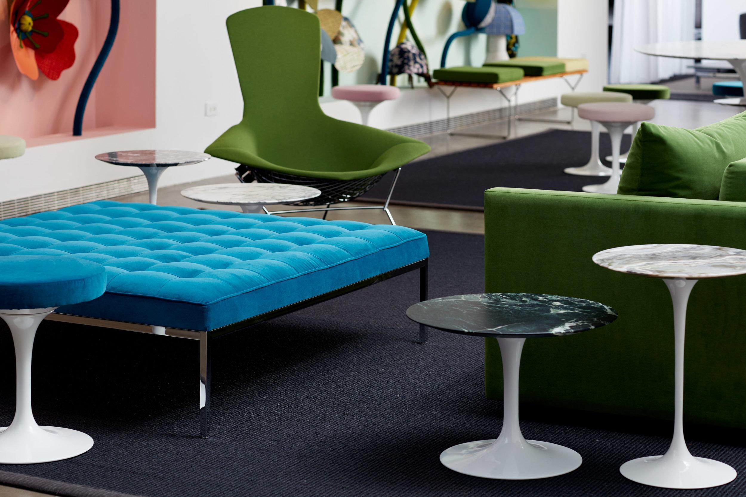 $ - Saarinen Small Round Table