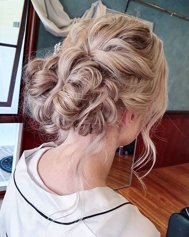 That texture though... the other side of a stunning textured bridal updo for the gorgeous Georgia. Couldn't ask for a nicer day for it. Book your look at bridgetsophiestudio.com . .  #bridal #bridalhairandmakeup #bridalhair #updo #romantic #bridalmakeupartist #bridalphotos #photography #melbournemua #melbournewedding #makeupartistretreat #makeupmelbourne #melbournemakeupartist #mua #love #beauty #whitesands