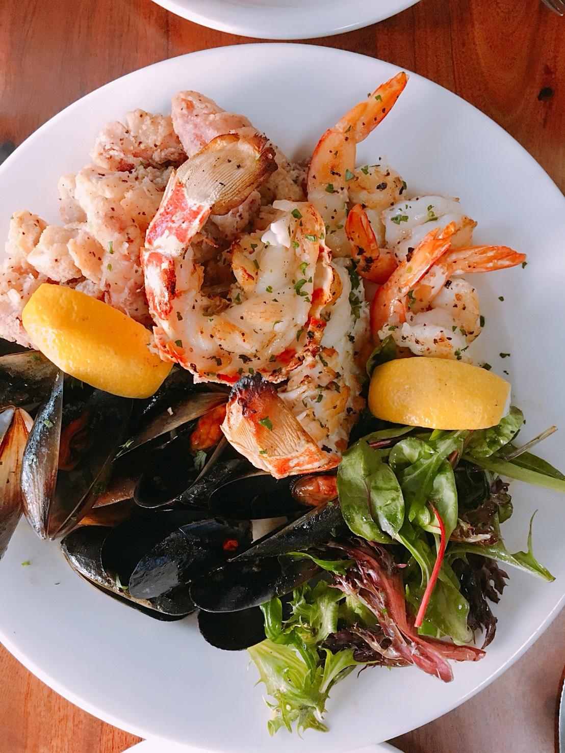 Seafood Moriawase.jpg