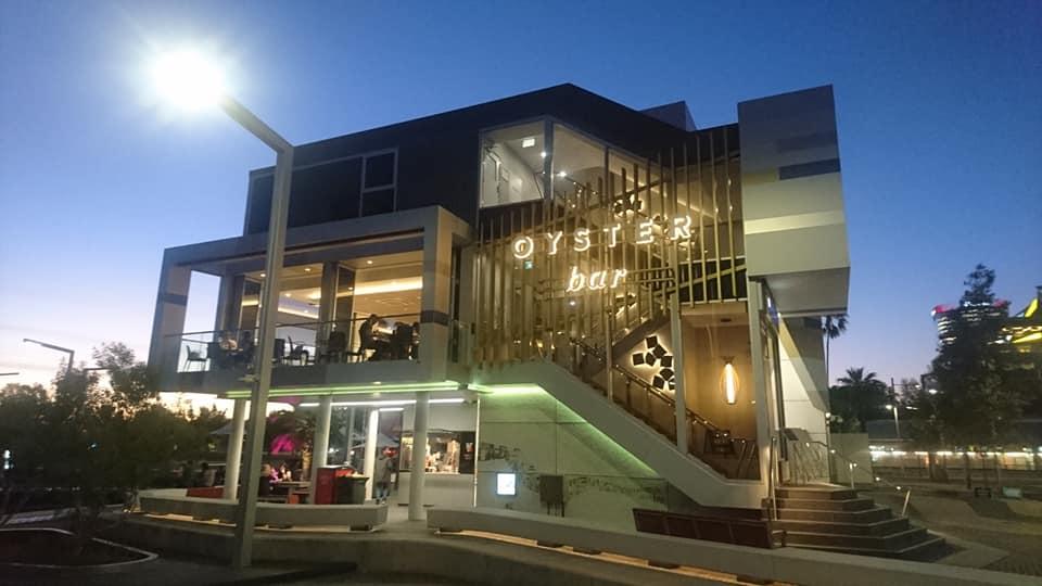 右側のほうに写っている階段かエレベーターを利用して、1階へ上がります。※日本での1階がオーストラリアではG階(グラウンド・フロア)になっています!