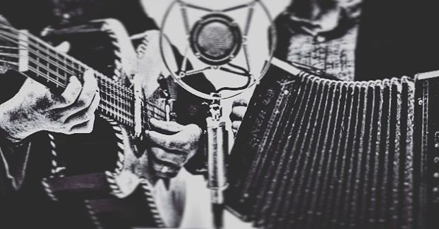 Tonight at Taberna la Boca in Santa Fe 7-9pm. #tradicion #acordeon #bajoquinto #santafe @labocasantafe @eartrumpetlabs