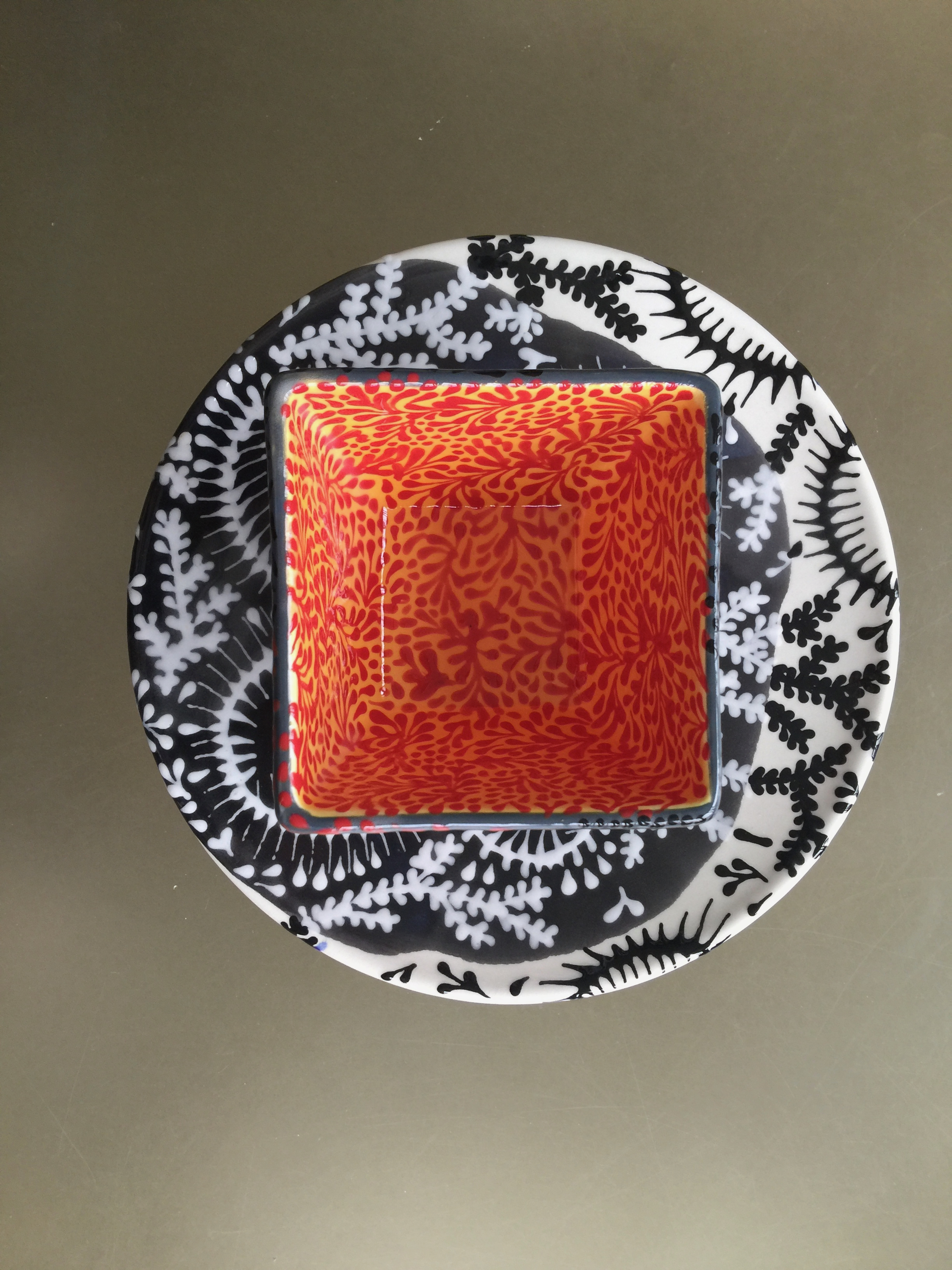 TWIGGY AND SPIKE BURST SALAD PLATE WITH MOSS PATTERN SQUARE BOWL