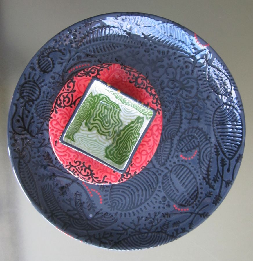 BOTANICAL DINNER PLATE WITH PAISLEY BOWL & TOPO SMALL SQUARE BOWL