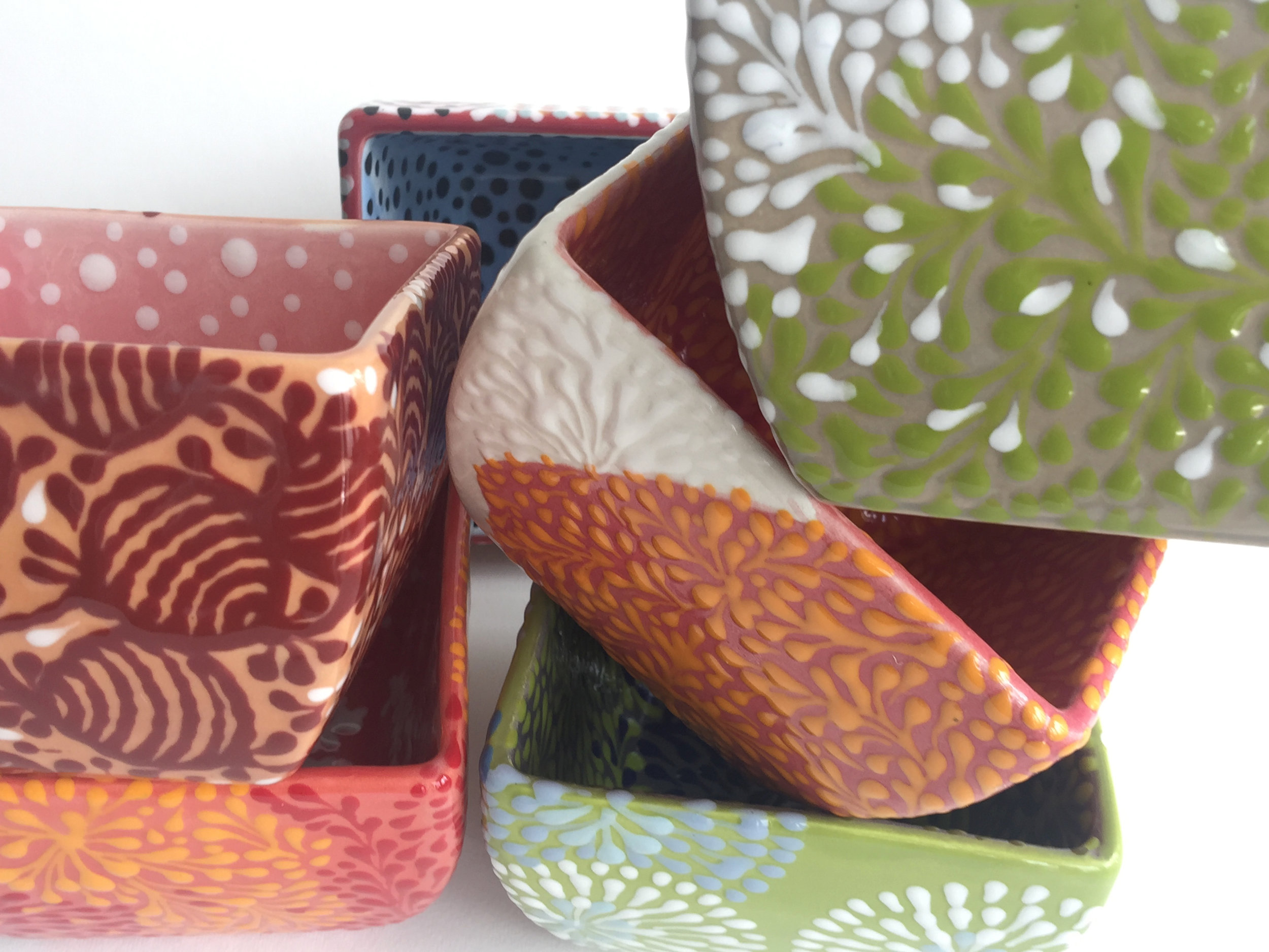 ASSORTMENT OF SQUARE BOWLS