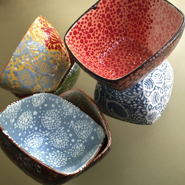 DOT BURSTS AND BERRIES SQUARE BOWLS