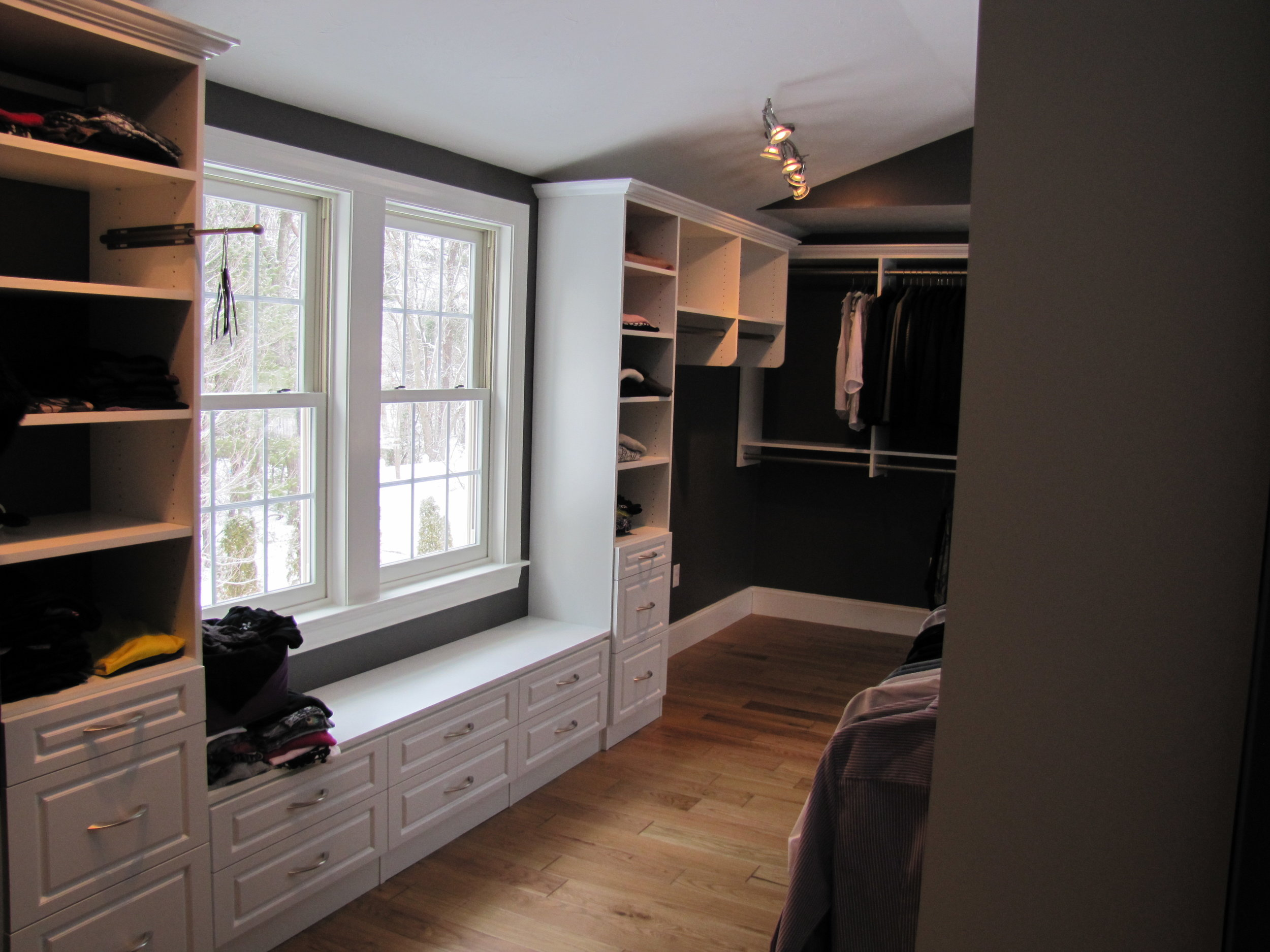 White Walk-In with Crown Molding