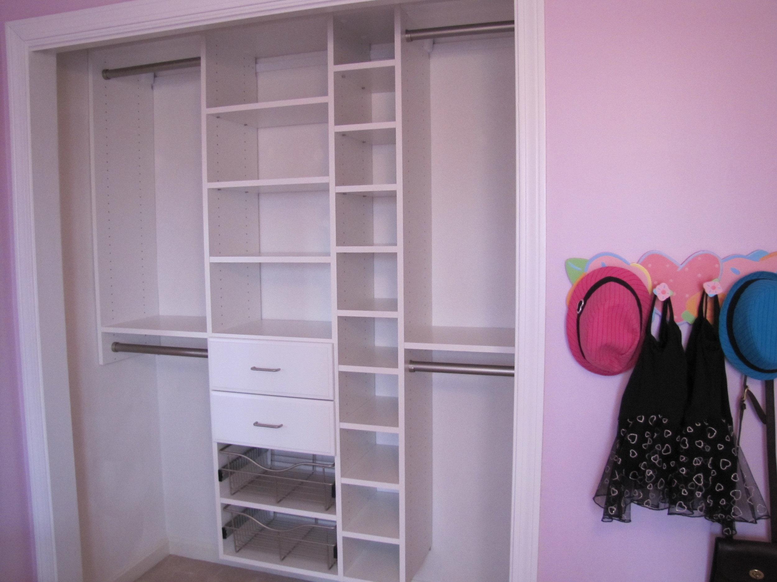 Kids's Room Deluxe Reach-In Closet
