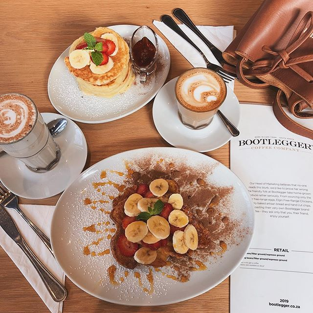 This may just be a random post that happened ages ago to fill my feed but this breakfast would so go down in this freezing cold😭 . . . #breakfast #bootleggersa #foodie #goodeats #aishapaedia #hijab #hijabblogger #modestfashionsa #southafricanblogger #fashionblogger #southafricanfashion #fashionblog #modesty #lookbook #styleblogger #blogsofinstagram #instagramblogger #capetownmag #woic #capetownblogger #blogsofsa #southafrica