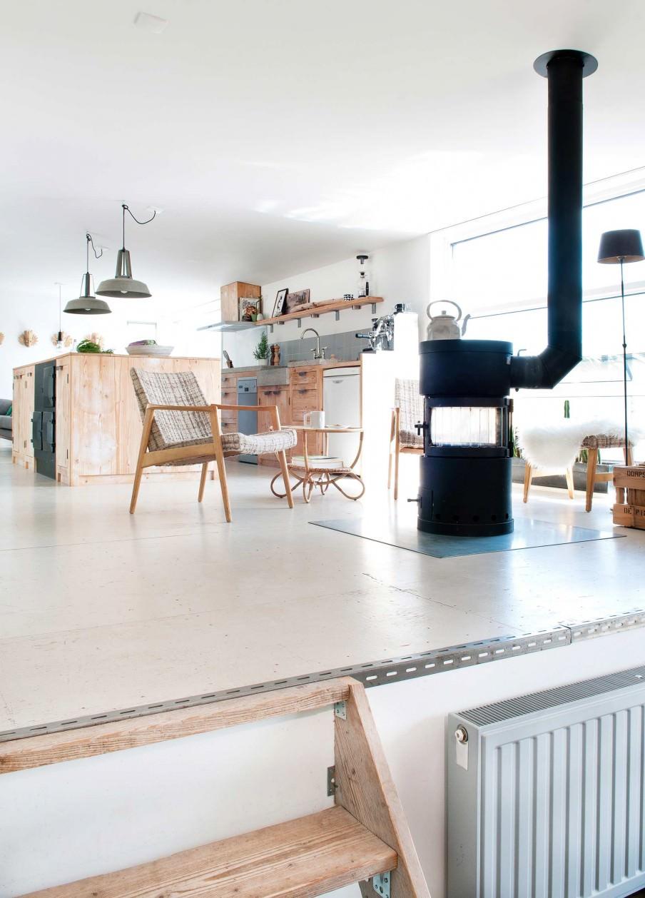 houseboat-living-area.jpg