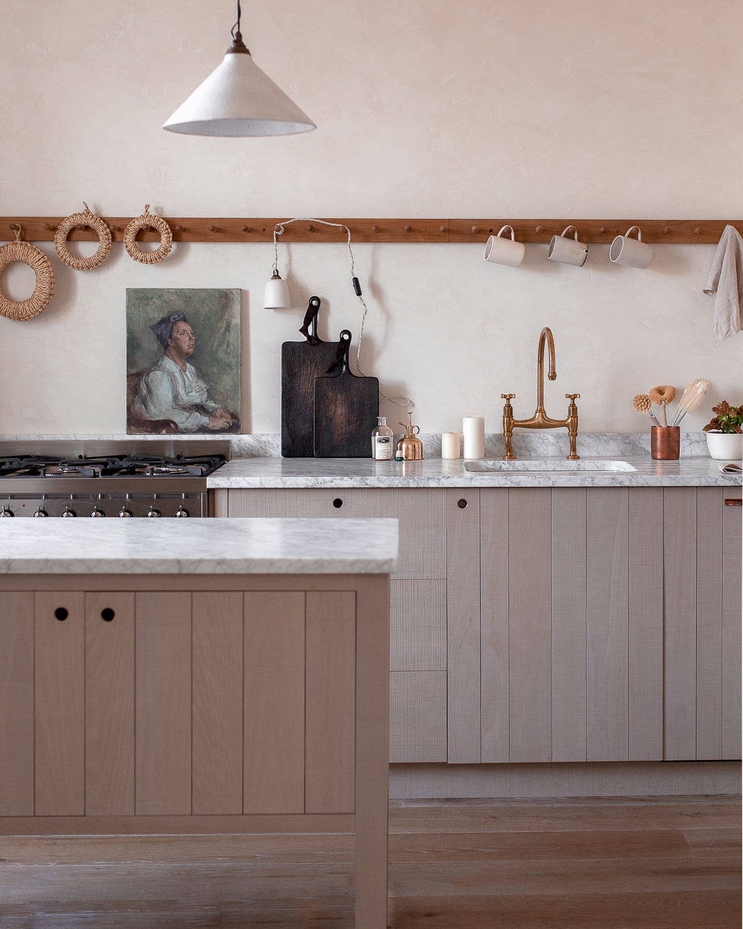 This ethereal kitchen in Edinburgh, Scotland is owned by Nina & Craig Plummer, owners of lifestyle store Ingredients LDN, selling beautiful natural home products. They chose the Sebastian Cox Kitchen by deVOL to encapsulate what their company stands for, a calmer, slower pace of living…