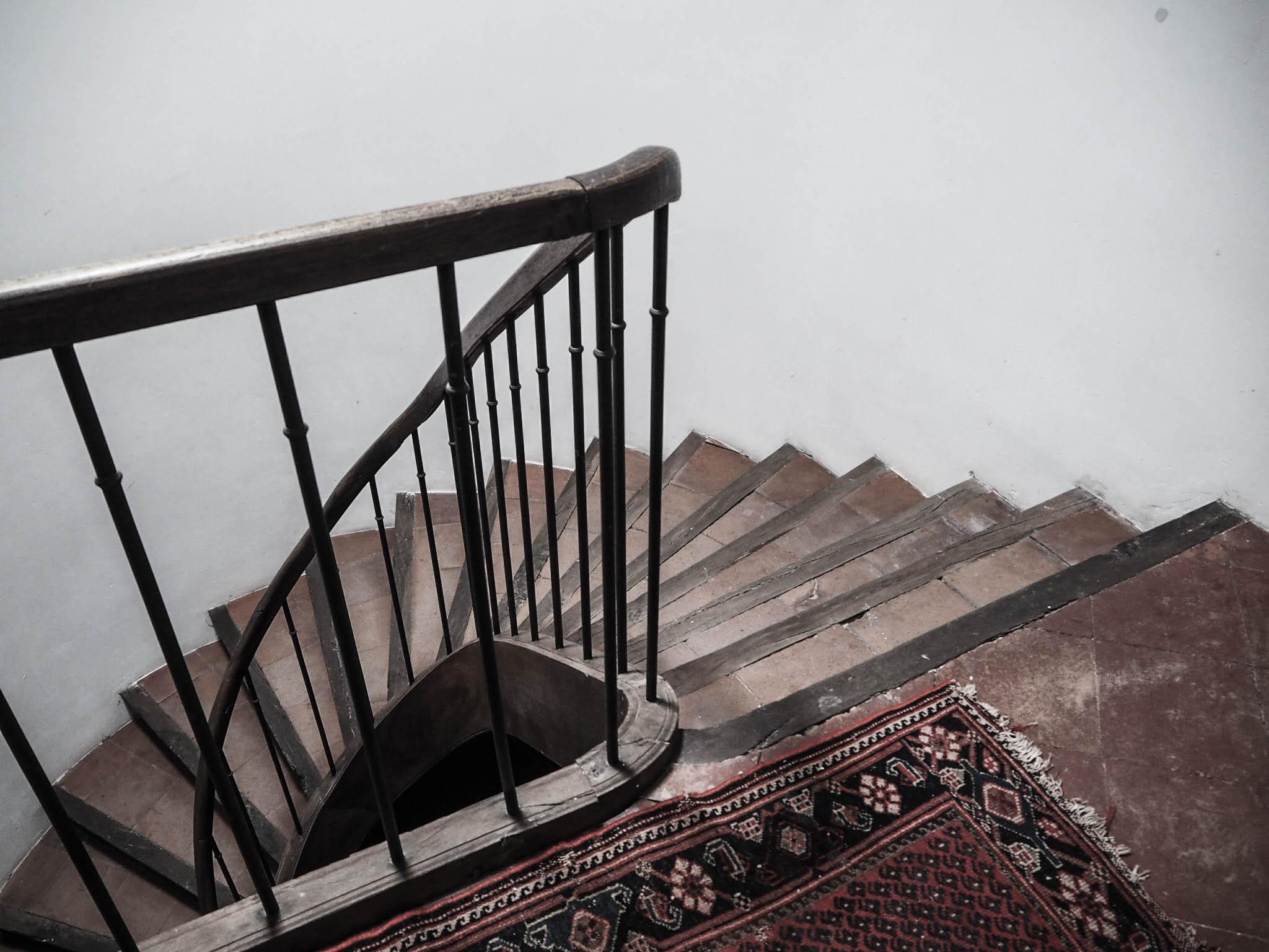 camellas-lloret-maison-d'hotes-staircase.jpg