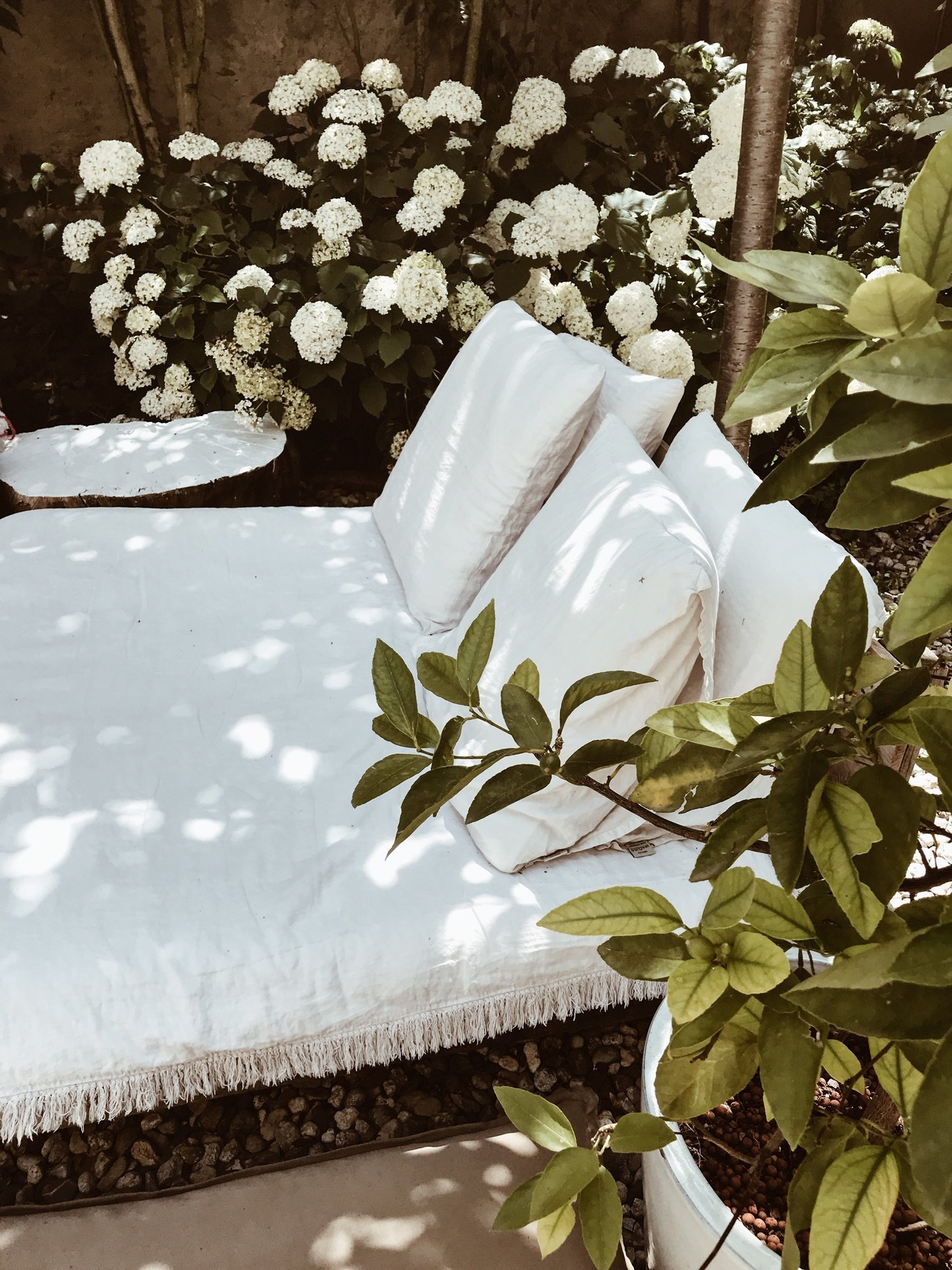 camellas-lloret-maison-d'hotes-garden-beds-linen.jpg