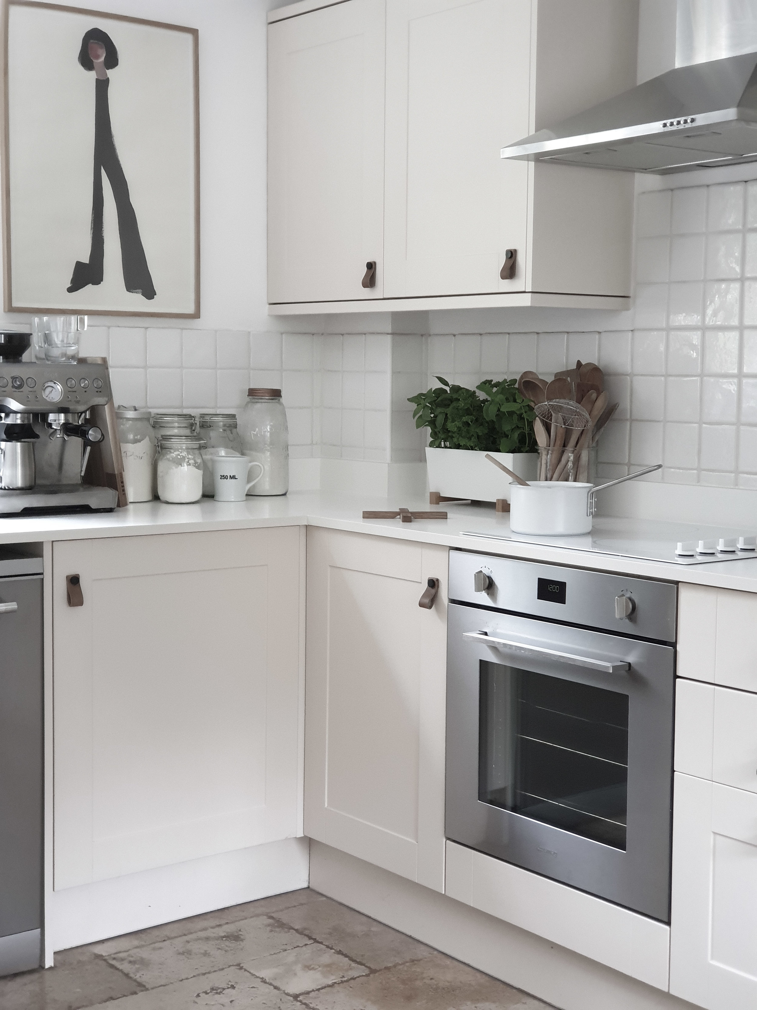 A stainless steel hob would have broken the seamless lines of the white work surface so I chose a white hob and a stainless steel oven to match the dishwasher and eventually the fridge.