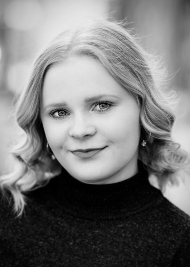 KREETTA KIVINIEMI - ► Syntymävuosi: 1999► Kotikunta: Helsinki► Tuotannot: West Side Story (2018), Fame (2018), Naiskysymys (2017), Risto Räppääjä (2017), High School Musical on Stage! (2017), Lento (2017), Peter Pan (2016), Rosvo-Roope (2016), Risteys (2016, Into the woods (2016), Siilitie (2013).► Muu: On soittanut viulua 11 vuotta Itä-Helsingin musiikkiopistossa ja tanssinut erilaisia tanssilajeja pienestä pitäen. Aloitti lauluopinnot 2016 ja on ollut avustajana YLE:n nuorten draamasarjan HasBeenin toisella tuotantokaudella.CV
