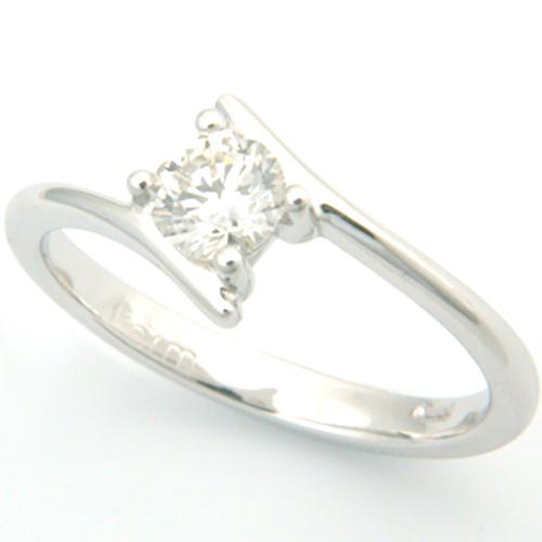 18ct White Gold Round Brilliant Cut Diamond Engagement Ring.jpg
