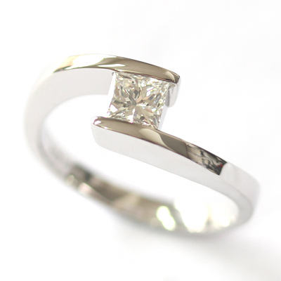 18ct White Gold Crossover Diamond Engagement Ring 2.jpg