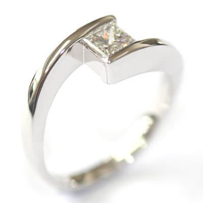 18ct White Gold Crossover Diamond Engagement Ring 3.jpg
