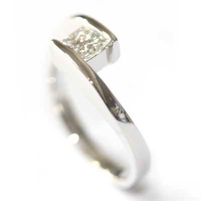 18ct White Gold Crossover Diamond Engagement Ring 4.jpg