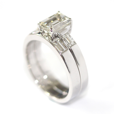 18ct White Gold Fitted Wedding Ring with Baguette Cut Diamonds 1.jpg