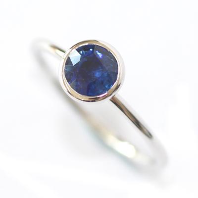 18ct White Gold Rub Set Solitaire Sapphire Eternity Ring 2.jpg