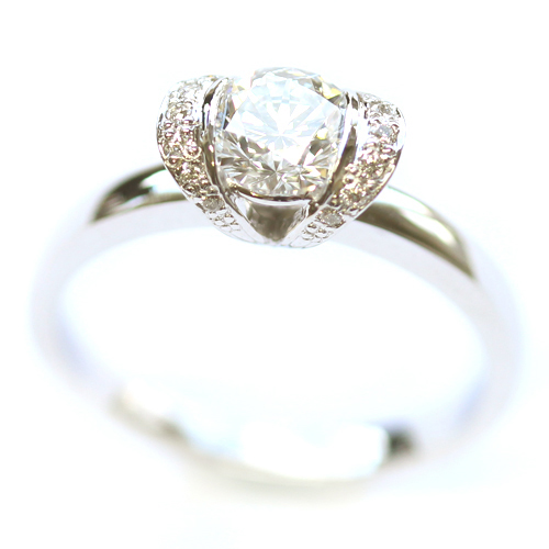 18ct White Gold Tiffany Inspired Round Brilliant Cut Diamond Engagement Ring.jpg